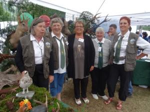 Les Diane chasseresses, représentantes de la «Chasse au féminin65», à la foire aux traditions pyrénéennes à Génos-Loudenvielle.
