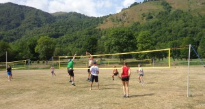 Le traditionnel tournoi de green-volley à Génos-Loudenvielle, dans toute sa compétitivité!